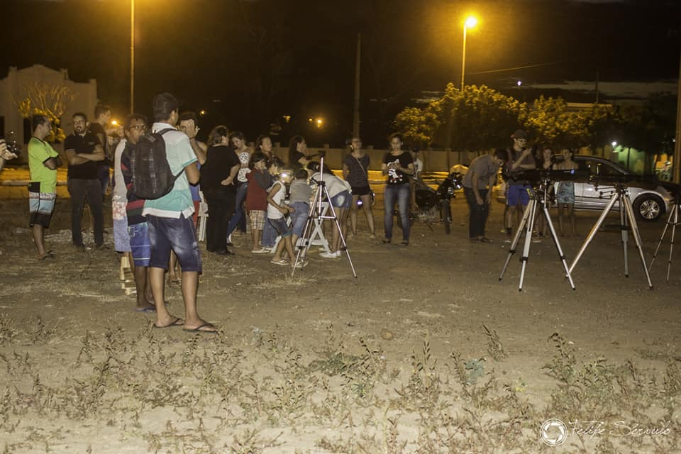 Público observando fase final do eclipse em Taperoá - Foto: Felipe Sérvulo/Mistérios do Universo