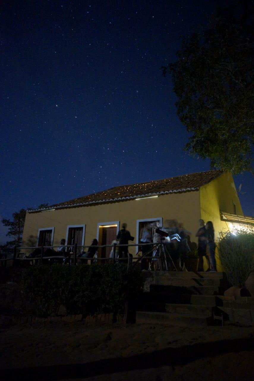 Público acompanhando fase final do eclipse em Maturéia - Foto: Renato Bandeira