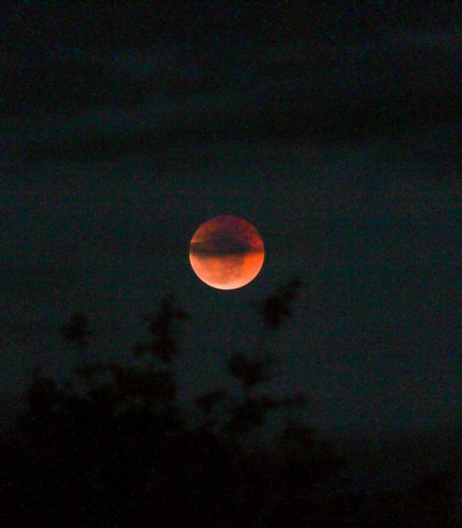 Eclipse em São José da Lagoa Tapada, PB - Foto: Rodrigo Souza