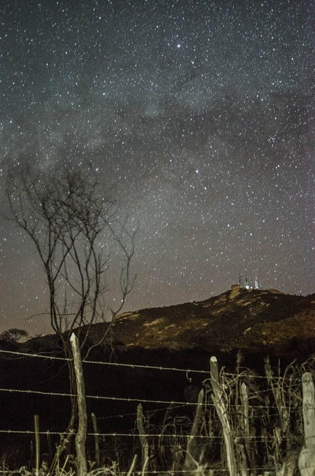Via Láctea sobre o Pico do Jabre - Foto: Anna Letícia
