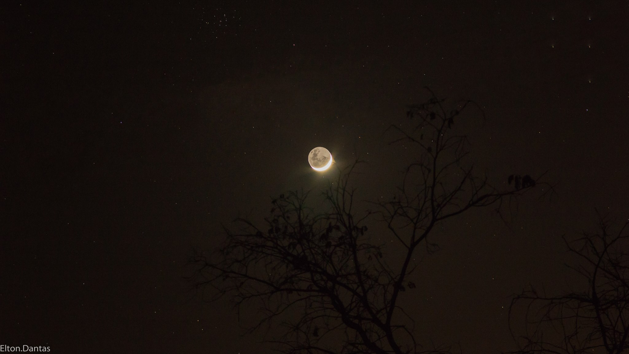 Lua Minguante no céu de Matureia - Foto: Elton Dantas