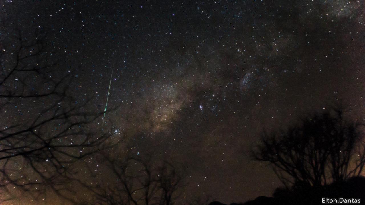 Meteoro cruzando o céu de Maturéia - Foto: Elton Dantas