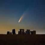 Cometa C/2020 F3(Neowise) sobre Stonehenge, Inglaterra - Créditos: Declan Deval